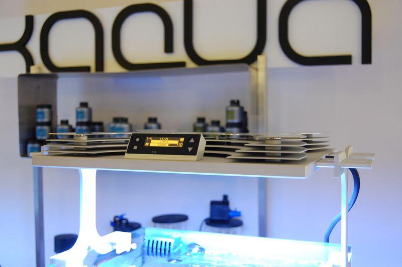 Xaqua-reef-aquarium-led-light-closeup-digital-controller-2